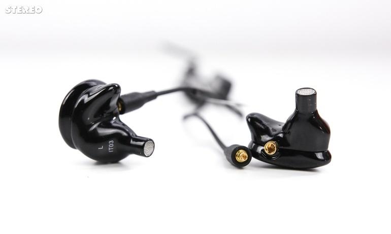 Trên tay dây tín hiệu Westone Bluetooth: biến tai nghe thường thành không dây