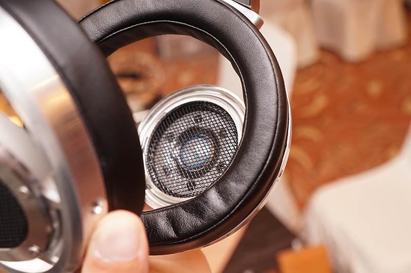 Kurada giới thiệu hai tai nghe đầu bảng KD-P1 và KD-C10