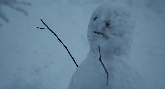 """""""Magneto"""" hóa thành Sherlock trong trinh thám – kinh dị The Snowman."""