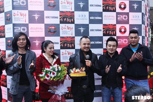 Bức Tường ra mắt album Đất Việt