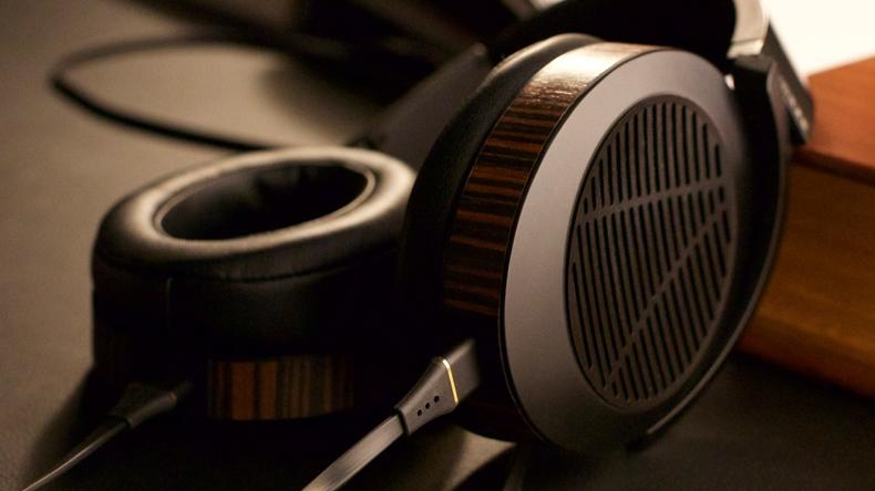CES 2014: Audeze giới thiệu bộ đôi headphone EL-8 và ampli Deckard
