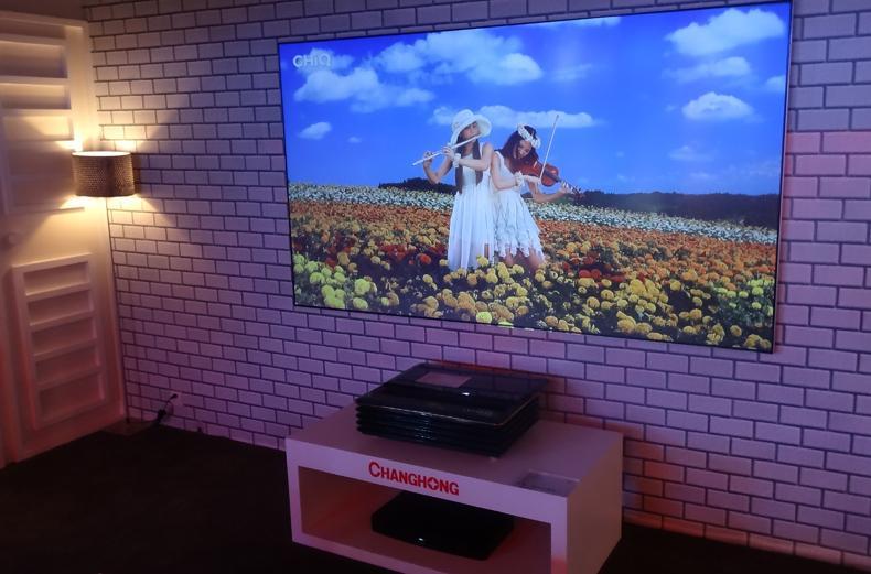 """7 mẫu TV """"khác lạ"""" nhất tại CES 2015"""