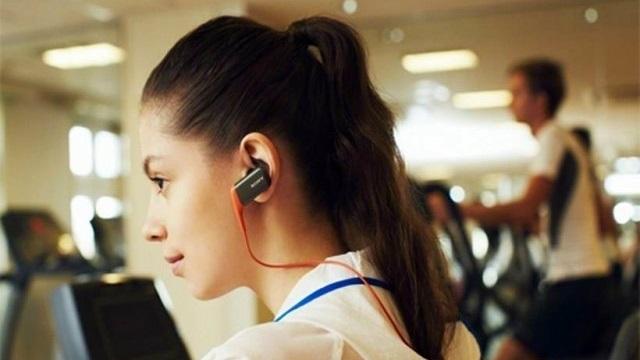 Sony giới thiệu tai nghe thể thao không dây MDR-AS600BT