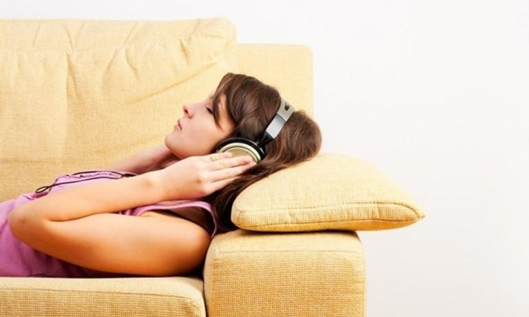 [Stereo Wiki]Lợi và hại của việc nghe nhạc khi ngủ