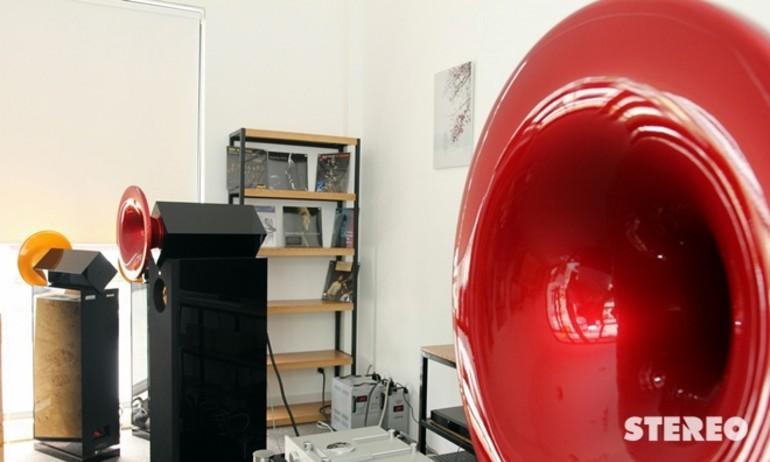 Lắng nghe âm nhạc từ Acapella Violoncello II MK II