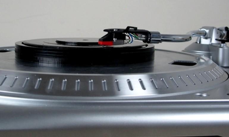 Tận dụng mâm đĩa than để chơi nhạc không dây hi-res