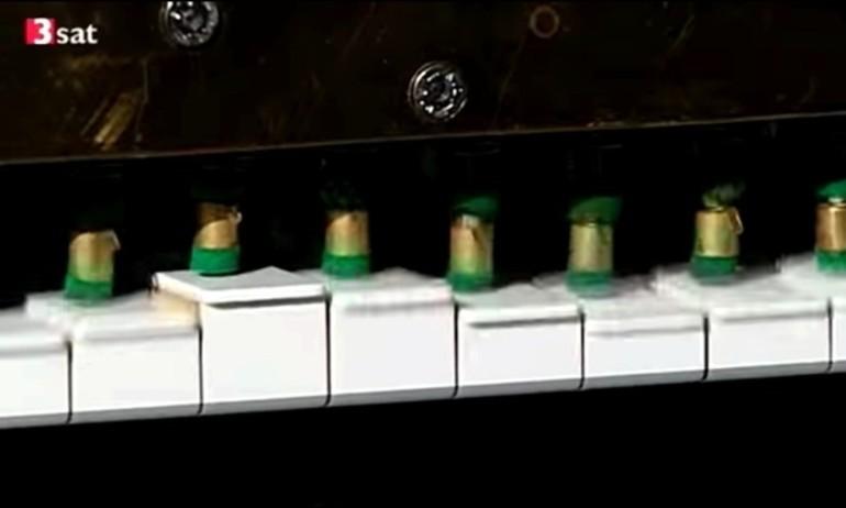 Đàn piano có thể chơi nhạc thành tiếng con người