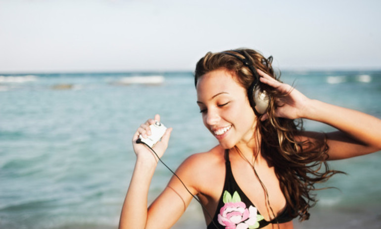 Top 10 ca khúc hay nhất dành cho mùa hè