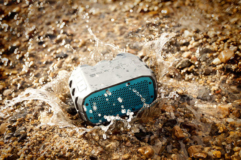 5 mẫu loa không dây chống nước cho mùa du lịch biển