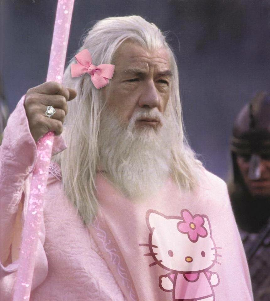 Chết cười với ảnh chế các siêu anh hùng mặc trang phục Hello Kitty