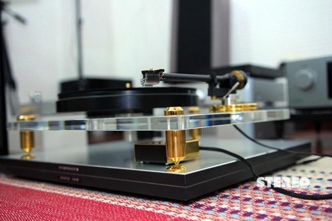 Acoustic Solid 111 Gold: Khởi đầu của mâm đĩa hi-end