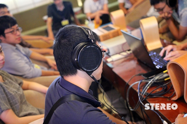 """Điểm mặt headphone """"hot"""" trong sự kiện tai nghe tại Hà Nội"""