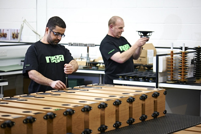 """""""Đột nhập"""" nhà máy của Rega Audio"""