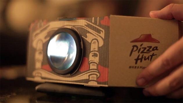 """Pizza Hut tung ra hộp bánh kiêm """"rạp chiếu phim"""""""