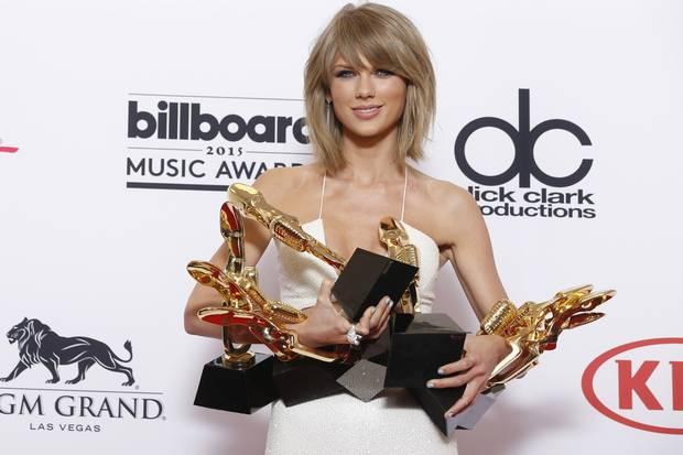 """Taylor Swift gửi """"tâm thư"""" phản đối chính sách của Apple"""