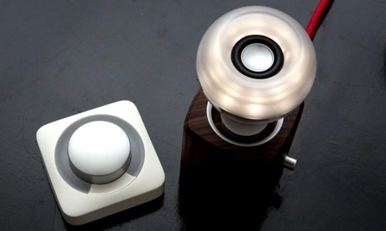 Astro Twist – bóng đèn kiêm loa thông minh hơn