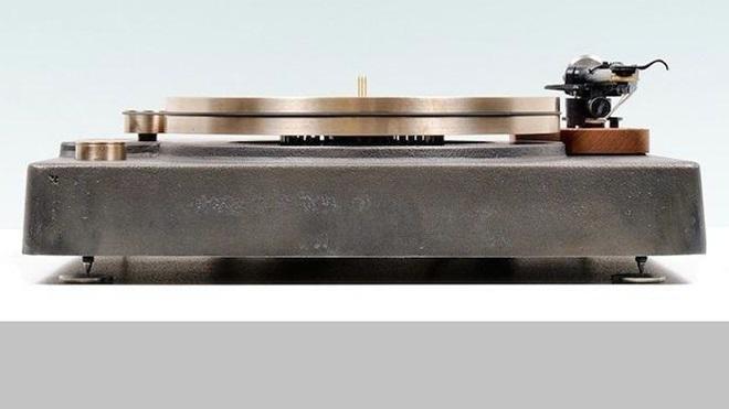 Bất ngờ với mâm đĩa than 48kg làm từ sắt đúc