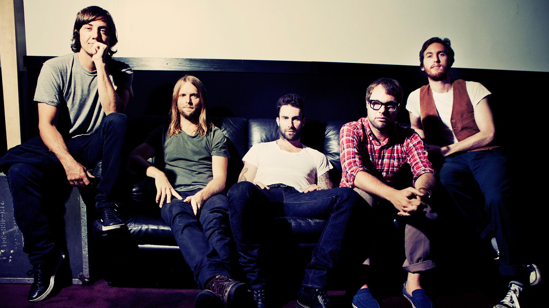 """""""Bỏng"""" tai, """"nóng"""" mắt với ca khúc mới của Maroon 5"""