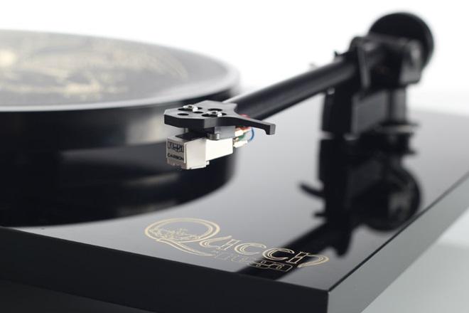 Rega ra mắt mâm đĩa than lấy tên ban nhạc Queen huyền thoại