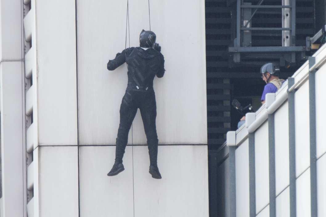 Lộ diện chân dung Black Panther trong 'Captain America 3: Civil War'