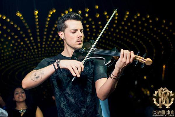"""""""Cực phê"""" với bản cover 'Love Me Like You Do' bằng violon"""