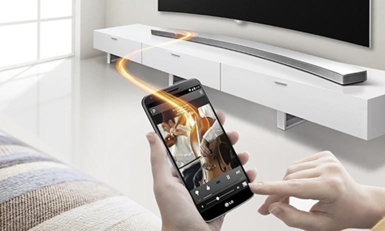 LG trình làng chiếc loa soundbar cong đầu tiên, công suất 360watt
