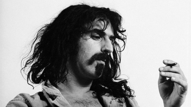 "Xem Frank Zappa chơi guitar trong ""Roxy: The Movie"""