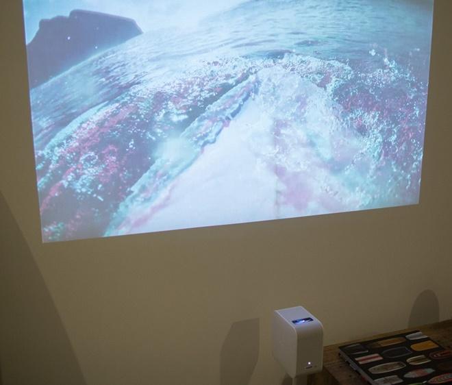 Sony ra mắt máy chiếu cự li siêu gần, phù hợp phòng nhỏ