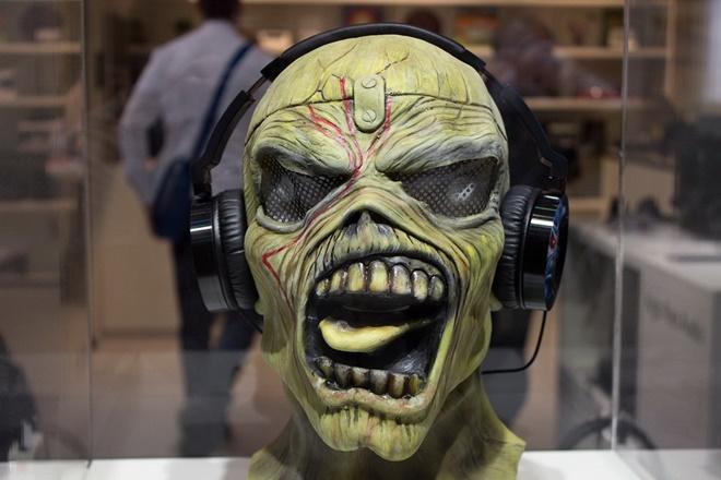 Onkyo bắt tay huyền thoại rock Iron Maiden làm tai nghe