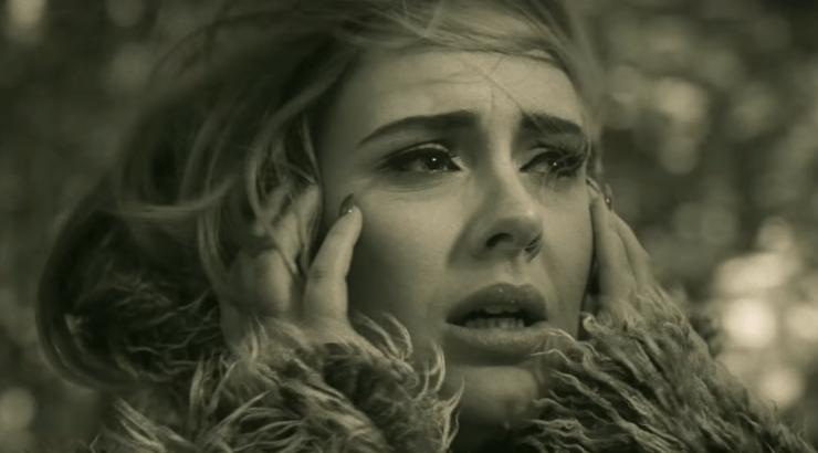 Adele không mua nổi Smartphone trong ca khúc mới 'Hello'?