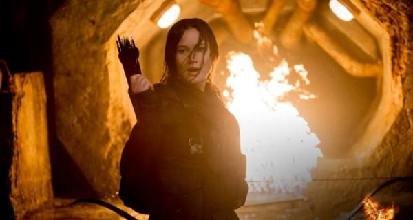 Nghẹt thở với trailer cuối cùng của 'Mockingjay – Part 2'