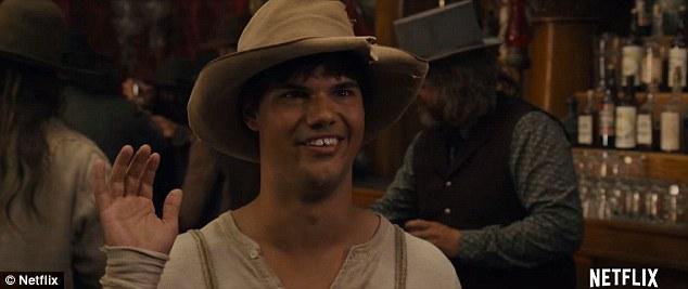 """Taylor Lautner làm """"chàng ngố"""" trong phim hài của Adam Sandler"""
