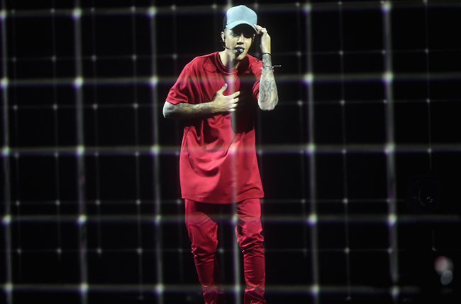 Vượt mặt Taylor Swift, Justin Bieber thắng lớn tại MTV EMAs 2015