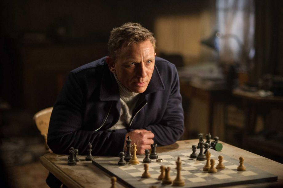 """Số phận 'Spectre' khi """"quái vật"""" 'Mockingjay – Part 2' sắp ra mắt"""