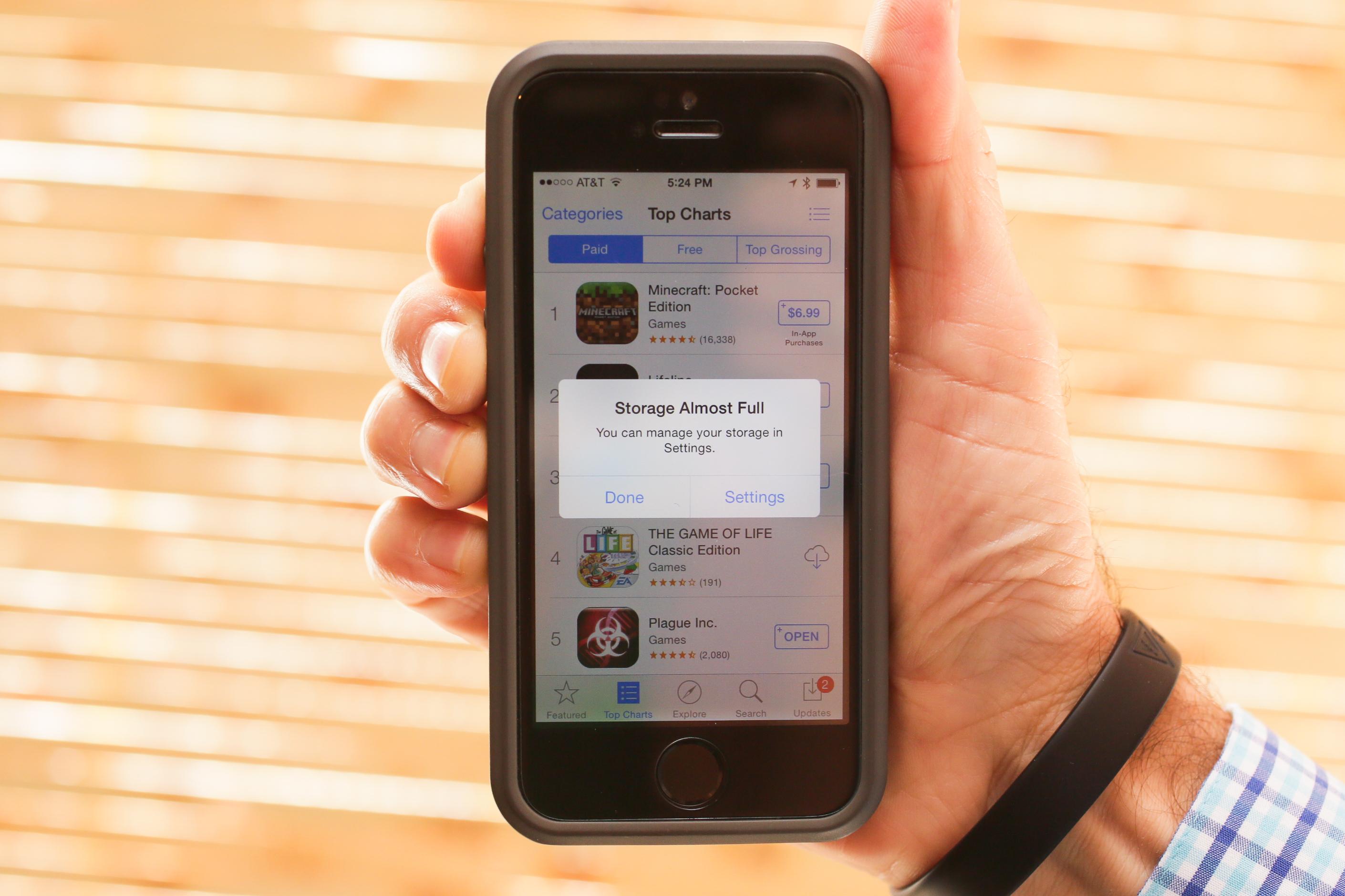 Làm sao để sống chung với iPhone bộ nhớ trong 16GB?