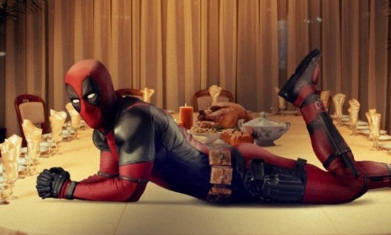 """""""Deadpool"""" mừng Giáng Sinh bằng trailer siêu khó đỡ"""