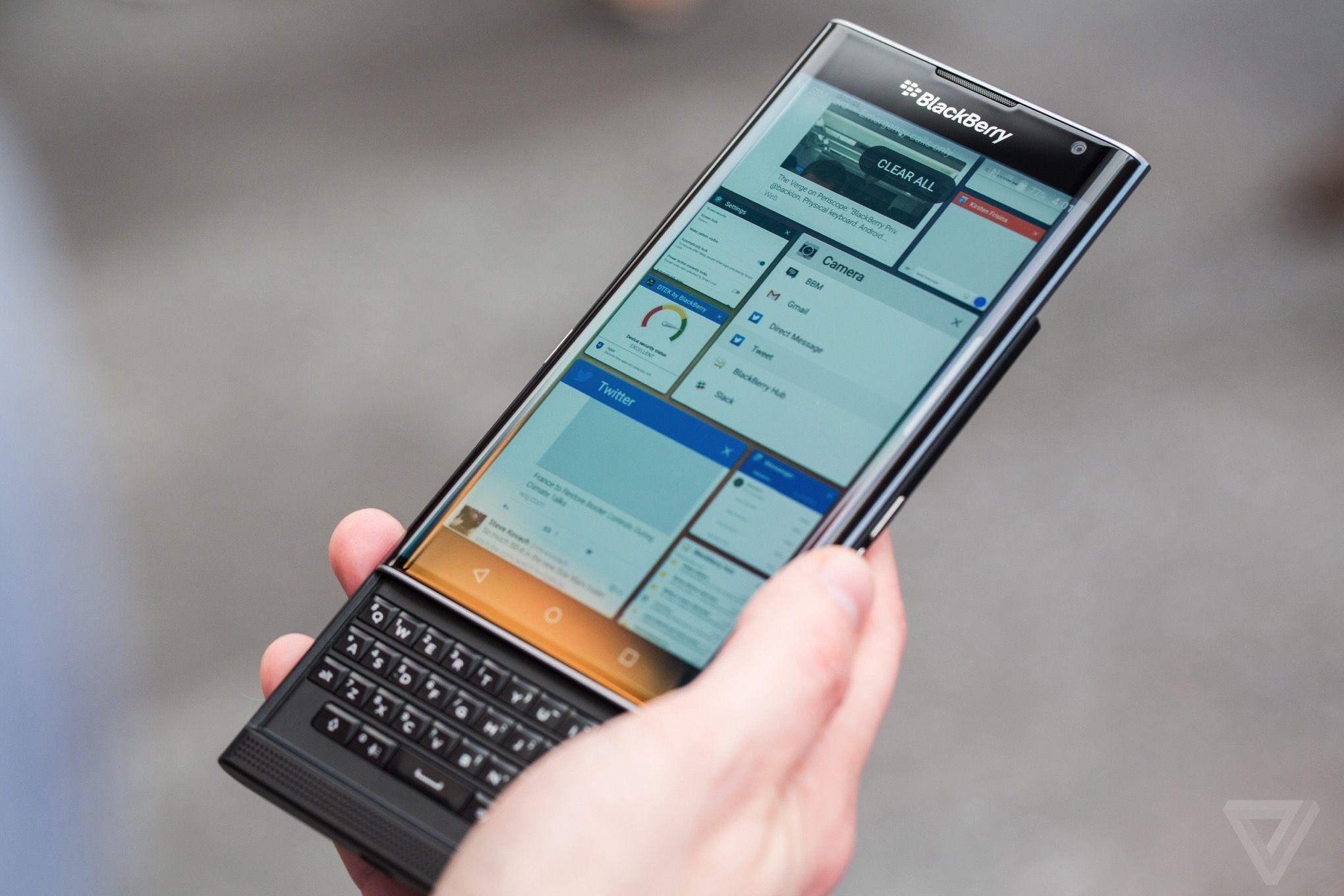 Priv cháy hàng, cổ phiếu Blackberry tăng mạnh