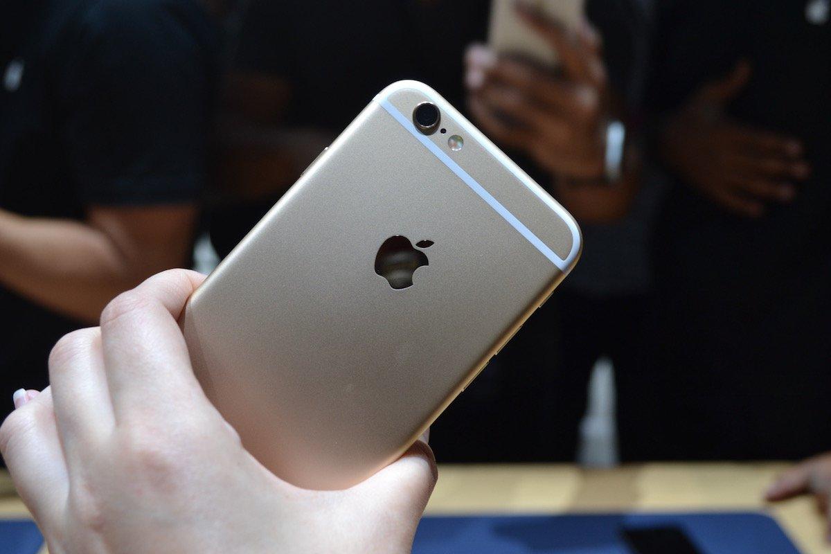 Cận Tết, nên mua smartphone cao cấp nào đây?