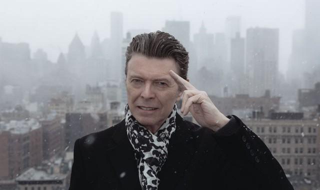 """Adele """"chào thua"""" cố danh ca David Bowie trên sàn đấu VEVO"""