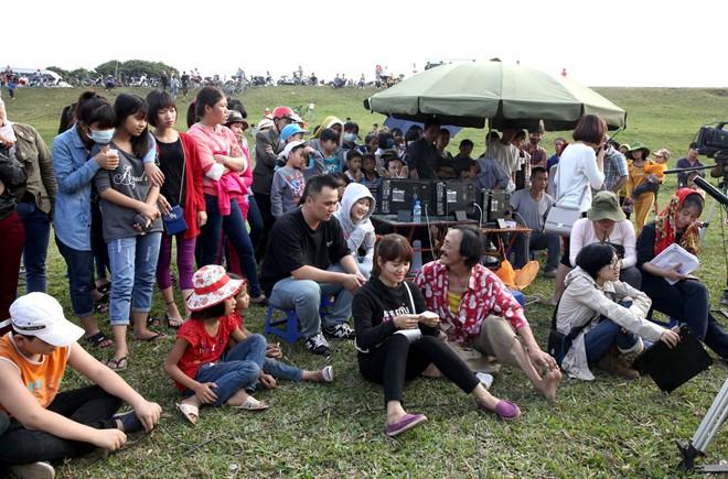 Giang Còi, Đức Hải, Quốc Anh mang tiếng cười cho Tết 2016