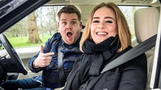 """Adele """"đổi món"""", bắn rap cực siêu trên ô tô"""