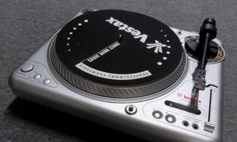 Thương hiệu bàn DJ Vestax hồi sinh từ năm 2016
