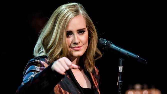 Adele văng tục khi nhận 4 giải BRIT Awards