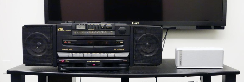 Loa Boom box vs. Bluetooth: Loại nào nghe hay hơn?