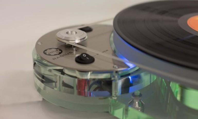 Roksan tái thiết kế dòng mâm đĩa nhựa Radius 7 sau gần 30 năm