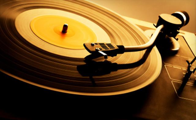 Đĩa nhựa và CD: Định dạng nào tốt hơn?