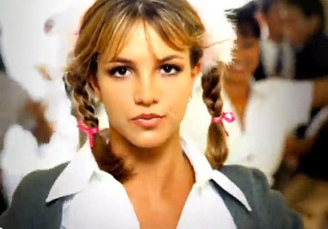 """Giải đáp câu hát """"khó đỡ"""" của Britney trong """"Baby One More Time"""""""