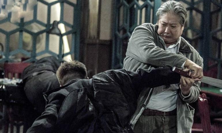 """""""Lão vệ sĩ"""": Hơn 60 tuổi, Hồng Kim Bảo múa quyền vẫn """"chuẩn"""""""