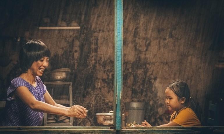 """""""Bà mẹ thiểu năng"""" Thu Trang nhận án oan trong """"Nắng"""""""