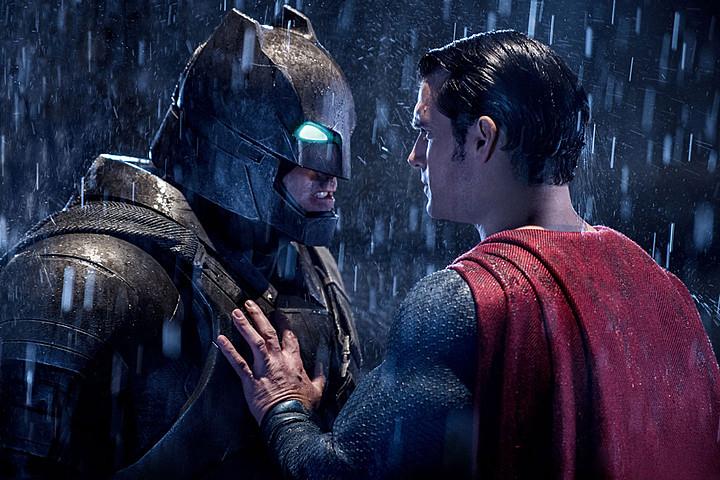 """""""Batman v Superman"""" sẽ đo ván trước """"nàng béo"""" Melissa McCarthy?"""